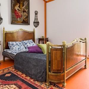 Muun muassa kuvan sänky on tarjolla Asuntomessujen huutokaupassa.